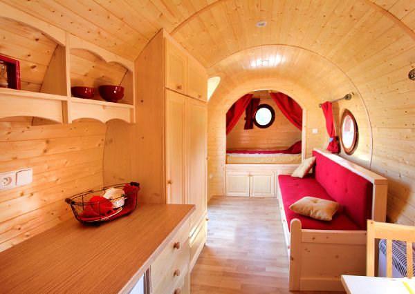 la roulotte. Black Bedroom Furniture Sets. Home Design Ideas